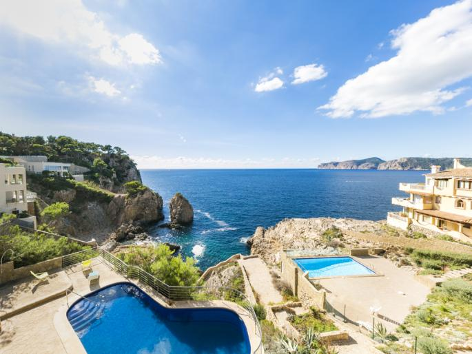 Sunny apartment with stunning sea views in Santa Ponsa
