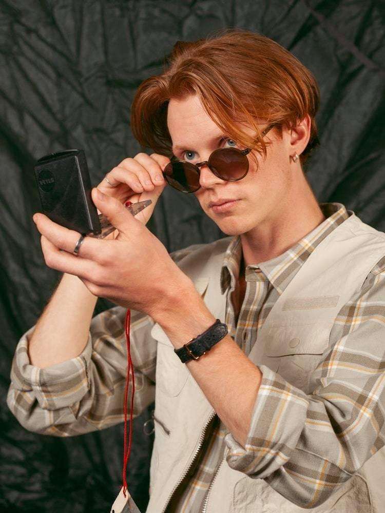 Mann med Kaibosh X Bergans solbriller Type S51
