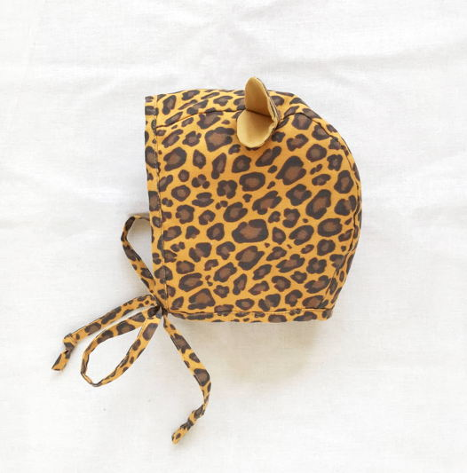Чепчик с леопардовым принтом и ушками