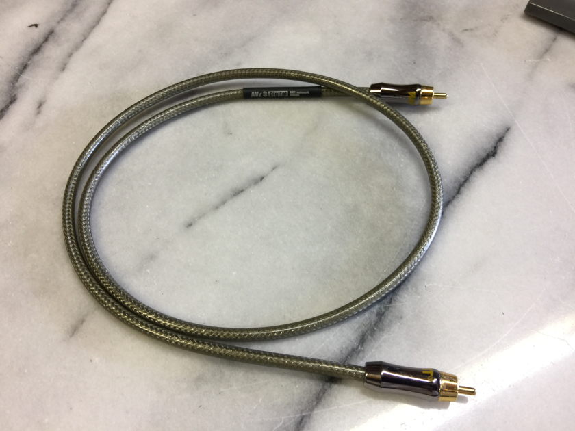 MIT Cables AVt 3 RCA Digital Cable - (1) meter - NICE!