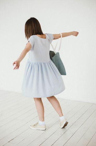 Платье серое короткое