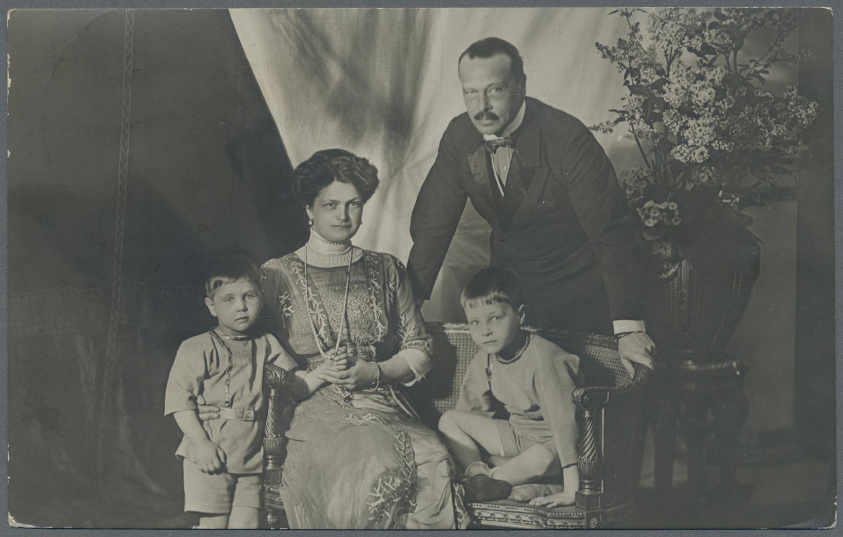 Familie - Großherzog mit Frau und beiden Söhnen