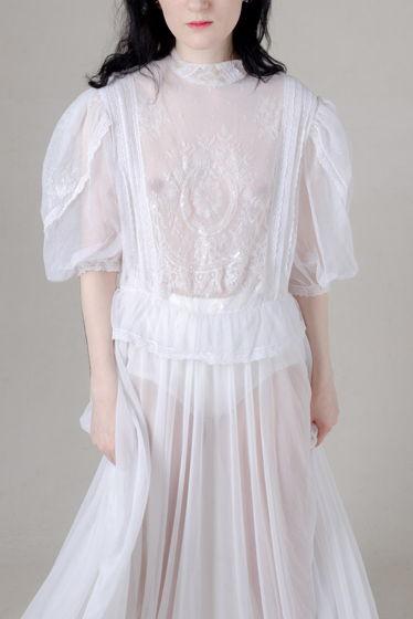 Винтажное свадебное платье-сетка с вышивкой и кружевом, найдено в Барселоне