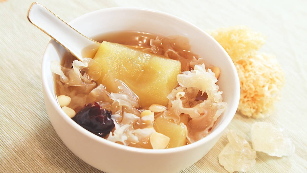 Apple and Snow Fungus Soup