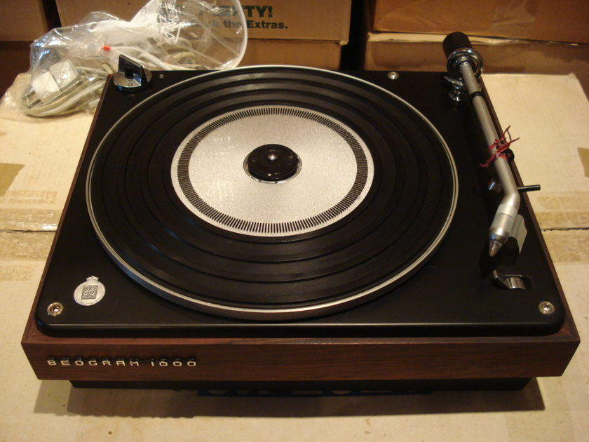 BANG & OLUFSEN BEOGRAM 1000 TURNTABLE - BEAUTIFUL CLASSIC