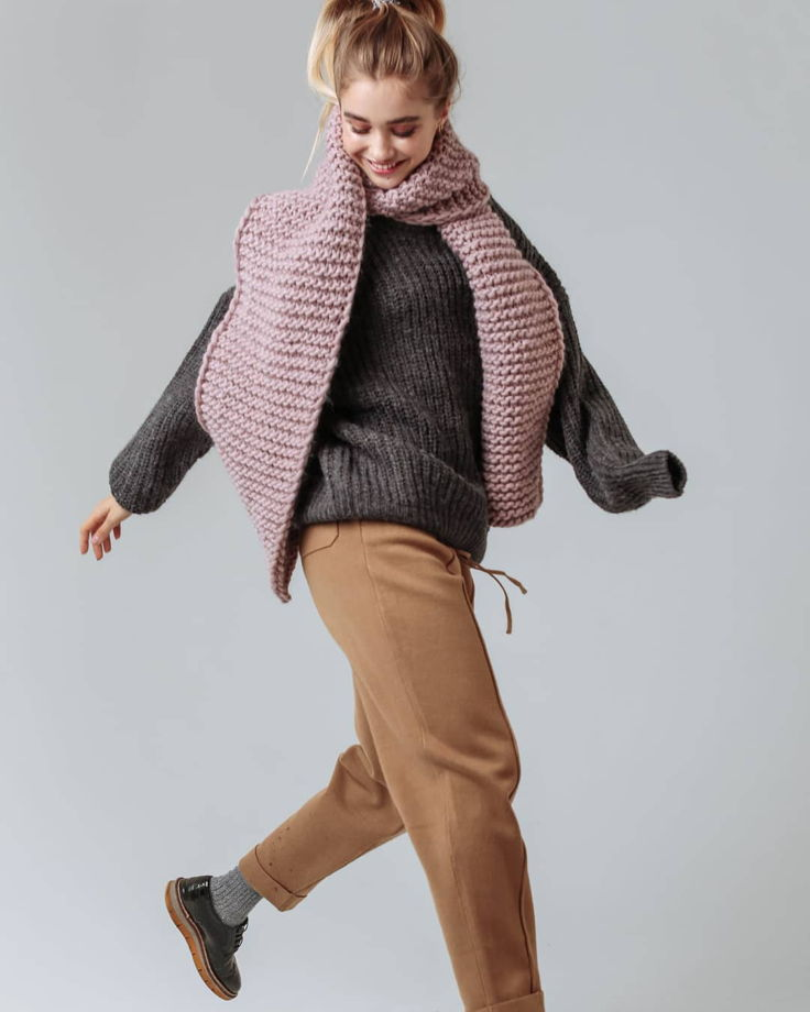 Объемный шарф из шерсти