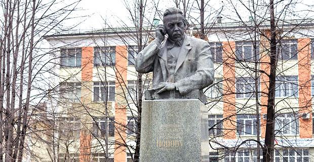 Памятник Александру Попову в Краснотурьинске приведут в порядок ко Дню радио - Новости радио OnAir.ru