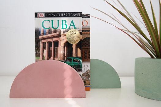 Летняя коллекция: бетонные держатели для книг Pink+Mint