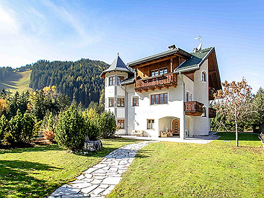 Jesolo - Between Corvara and Sexten/Innichen, Engel & Völkers is brokering this house in the Gadertal valley for 4.2 million euros. The approx. 460 square metre living space includes seven bedrooms and seven bathrooms. (Image source: Engel & Völkers South Tyrol)