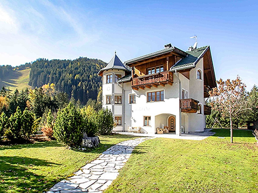 Sant Just Desvern - Between Corvara and Sexten/Innichen, Engel & Völkers is brokering this house in the Gadertal valley for 4.2 million euros. The approx. 460 square metre living space includes seven bedrooms and seven bathrooms. (Image source: Engel & Völkers South Tyrol)