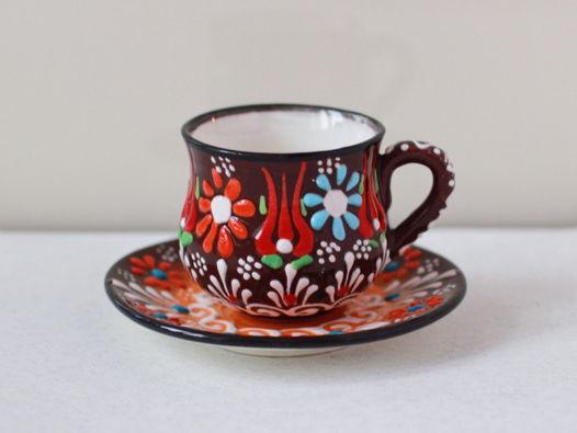 Керамическая чашка с блюдцем (коричневый цвет)