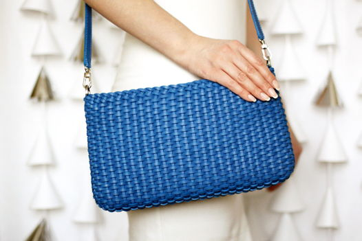 Плетеная синяя сумка