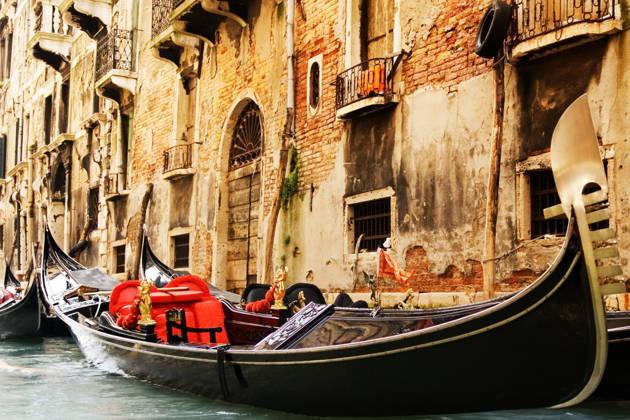 Прогулка на гондоле с серенадой по каналам Венеции