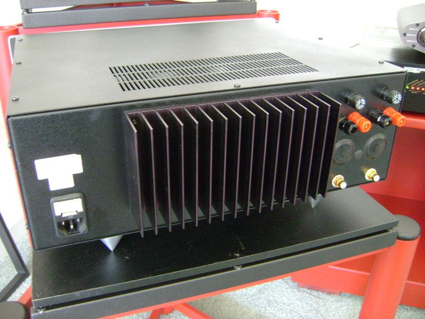 B&K ST-140  Power Amplifier