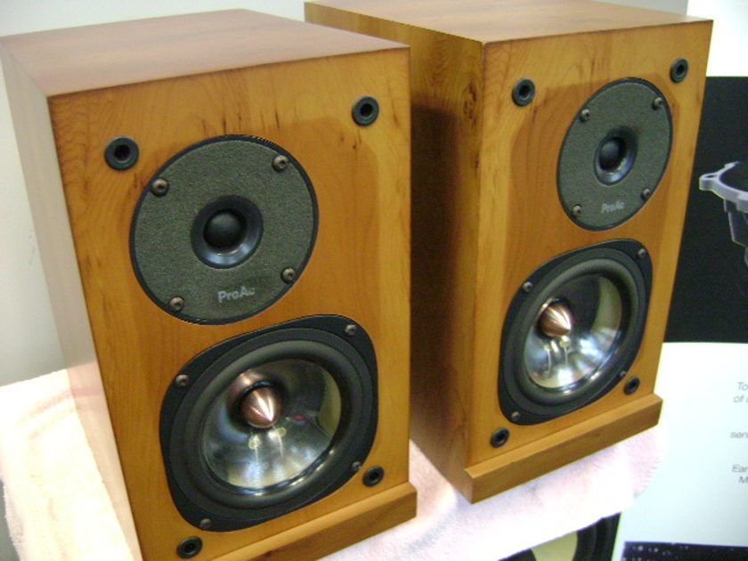 Proac  Response 1SC Bookshelf Speakers- NICE!