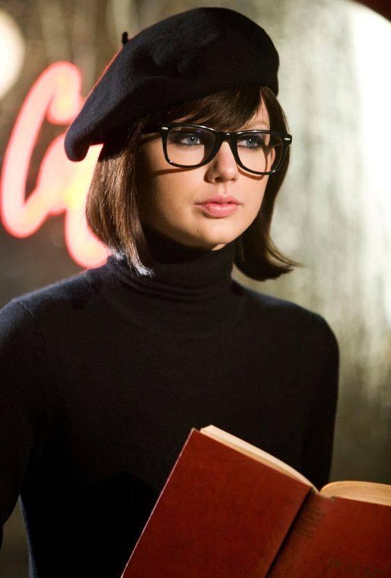 Taylor wears the Aurelian in Black Deco