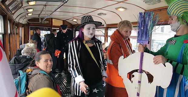 В Санкт-Петербурге пассажиры «Витаминного трамвая» получили подарки от «Юмор FM» - Новости радио OnAir.ru