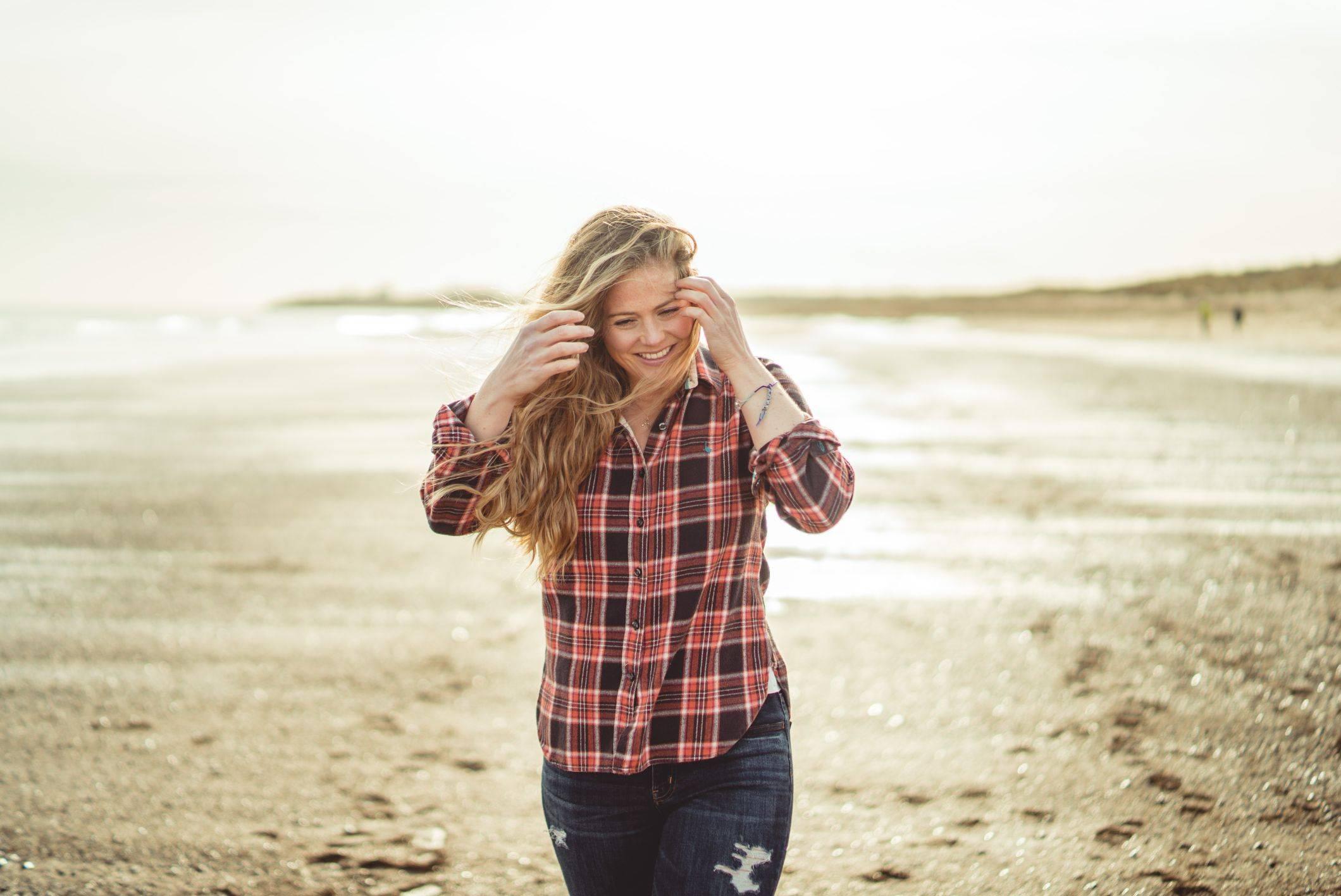 girl with wavy hair uk