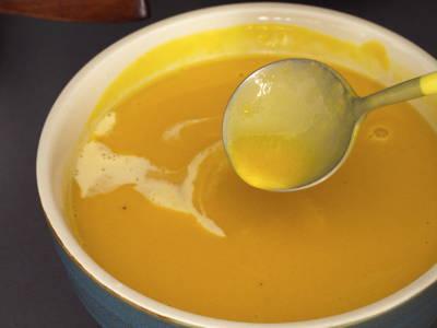 Prepare creamy mango puree