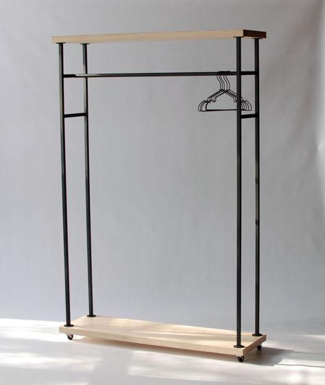 Напольная вешалка для одежды на колесиках