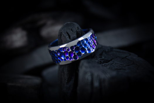 """Титановое кольцо """"Голубые глубины"""""""