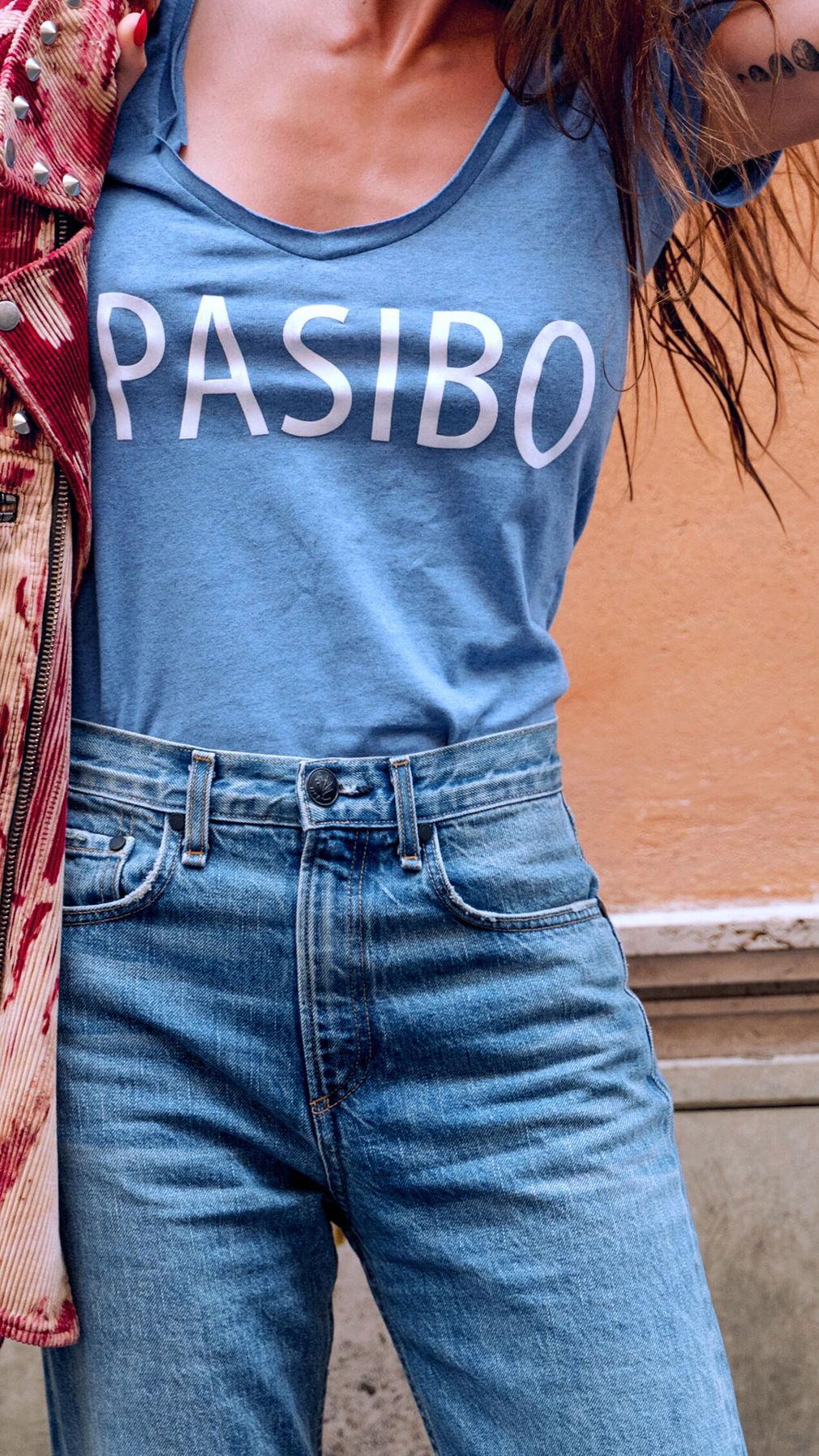 Голубая футболка SPASIBO