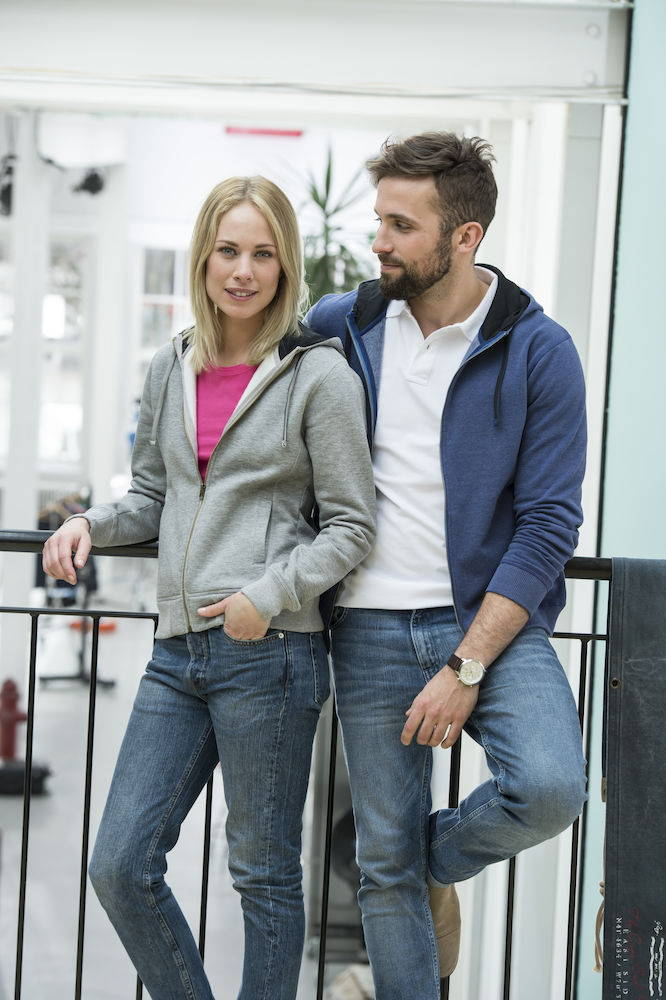 Hoodie nach Wunsch besticken lassen | Werbe-Welt.Shop
