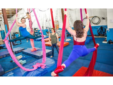 60 Minute Class for 2 at Esh Circus Acts