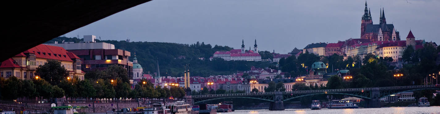 Вечерняя прогулка на кораблике по Влтаве с ужином и живой музыкой