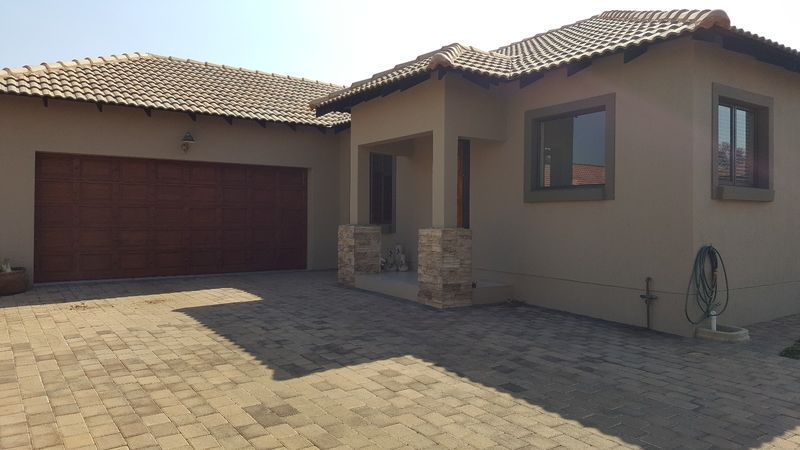 Real estate in Hartbeespoort Dam - ENV90431.jpg