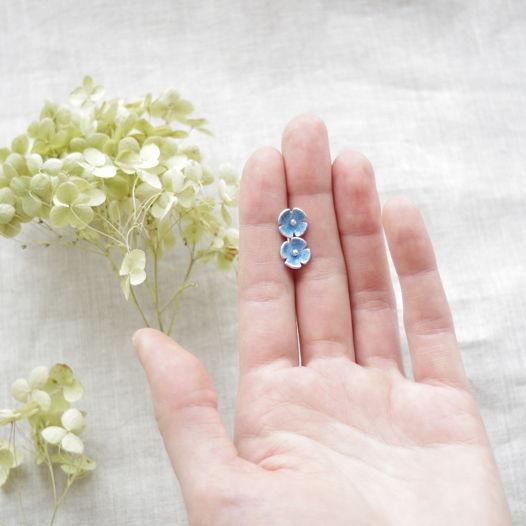 Сине-голубыуе цветочки. Гвоздики серебро с горячей эмалью
