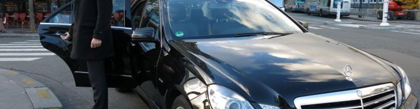 Почасовая аренда автомобиля Mercedez e class с водителем