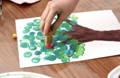 Peindre des feuillages avec des bouchons en liège