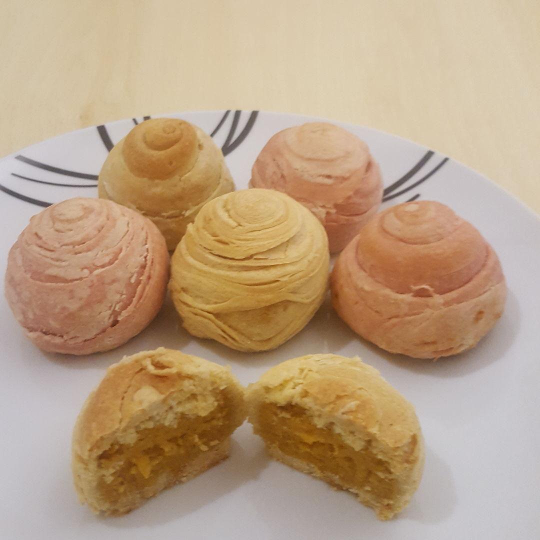 Flaky moon cakes