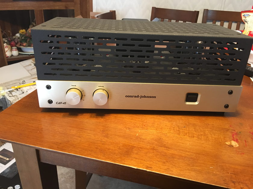 Conrad Johnson CAV-45 10/10 3 week old tube integrated amp