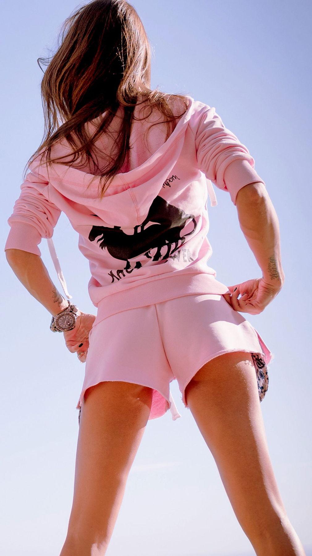 Да, это розовые шорты