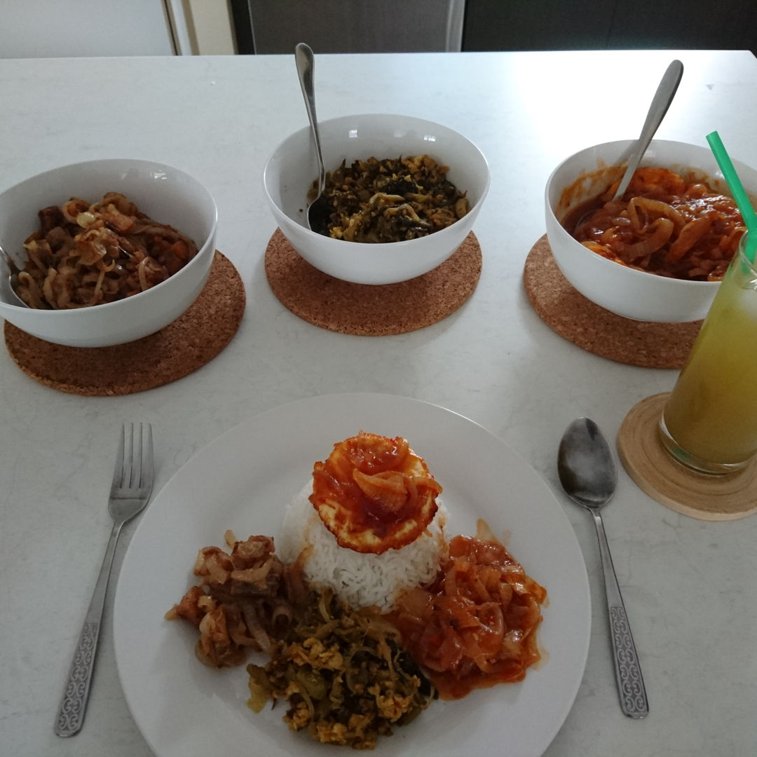 Date: 9 Nov 2019 (Sat) The perfect meal [Score: 10.0]: Rice with the saltiness and sourness of Fried Onions Sour Salted Fish, sweetness and sourness of Fried Pickled Mustard, and sweetness and umaminess of Sweet Tomato Eggs with sweetness, saltiness, and sourness of Green Apple with Asam Boi drink. Simply the best!