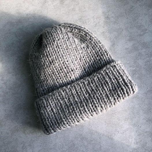 Бесшовная шапка из полушерсти