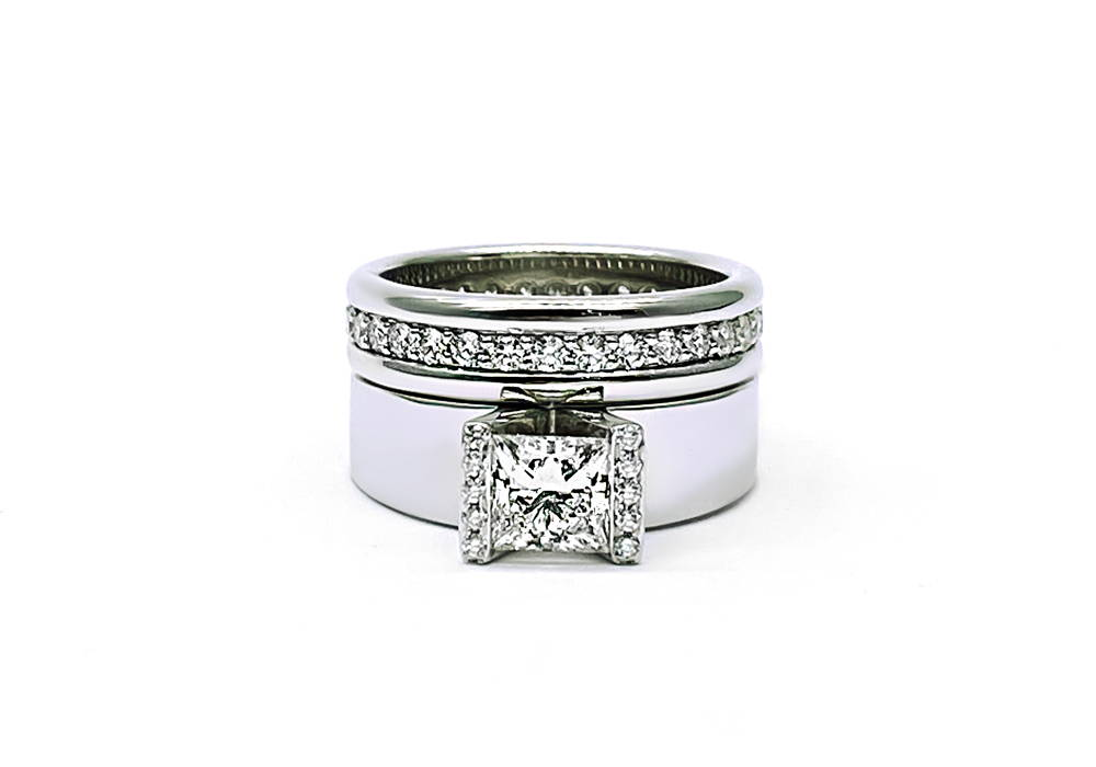 Duo engagement ring and wedding band in white gold with diamond and diamond pavé.