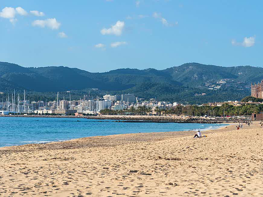 Balearen, Spanien - Palma's big and long sandy beach is close to XO Residences