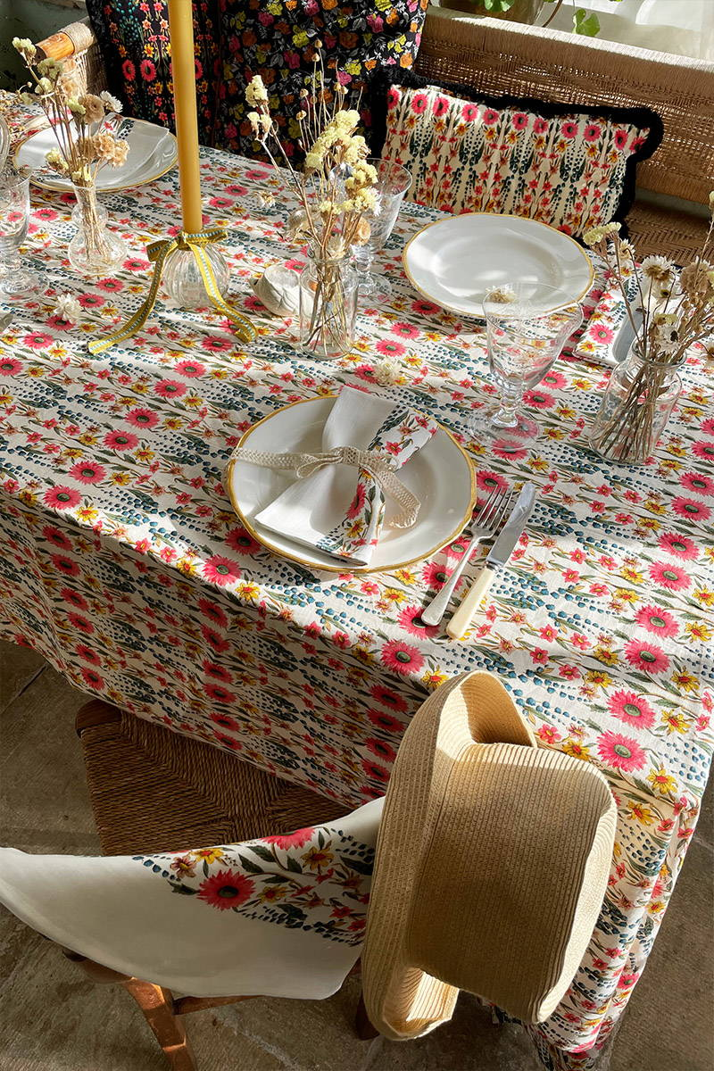 Easter Tabelscape set with YOLKE's wildflower print tablecloth and napkins
