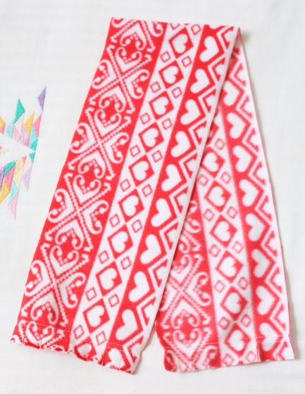 Флисовый красный шарфик с бахромой