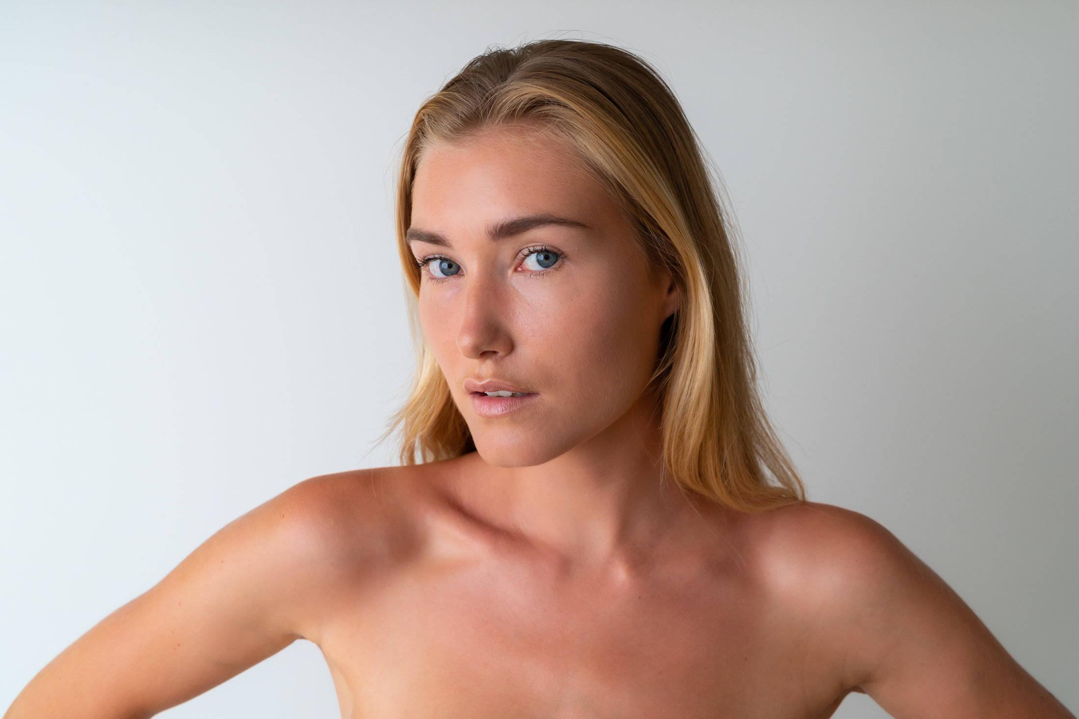 Nettoyer sa peau avec le savon au lait de chevre Soin Amalthée afin qu'elle soit plus douce, apaisée, et hydratée.