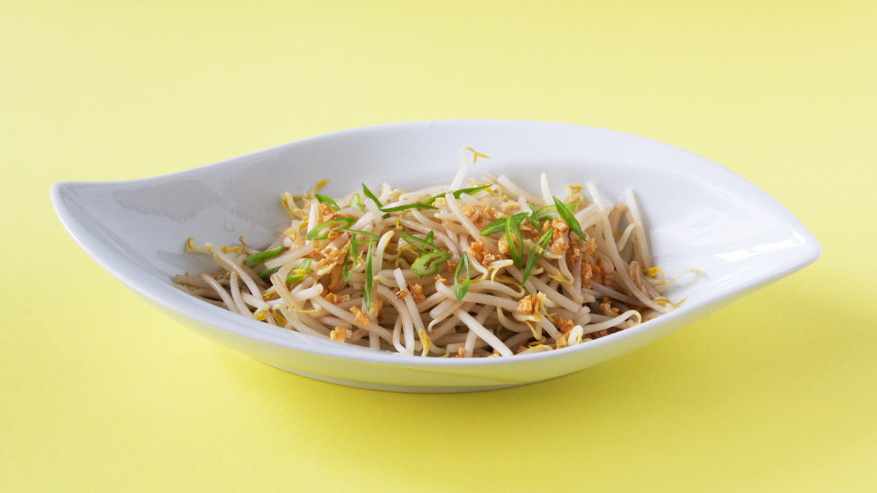 Bean Sprouts with Fried Garlic
