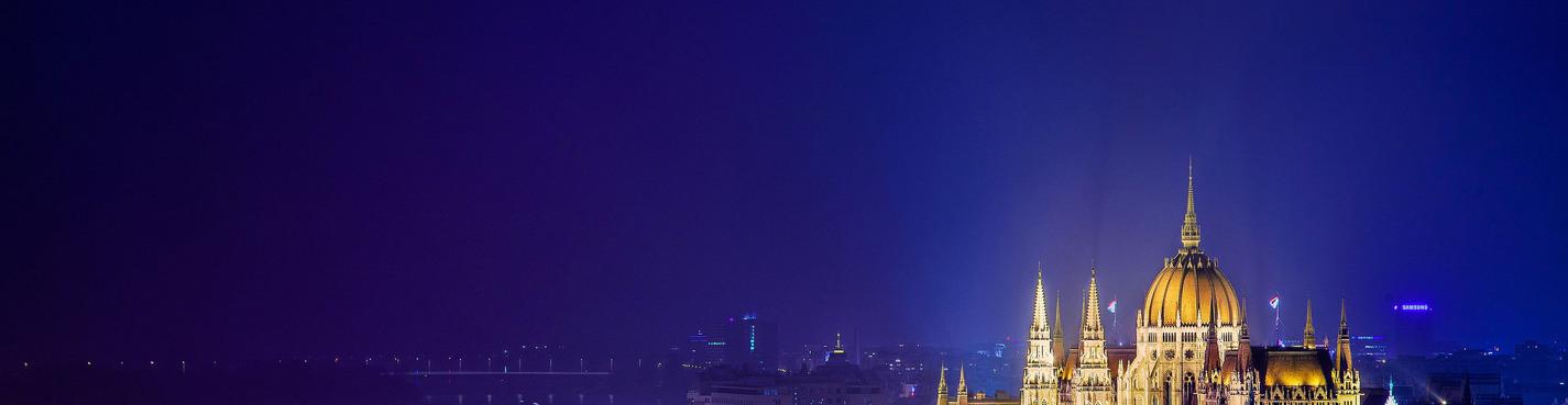 Прогулка по Дунаю на кораблике с ужином и живой музыкой