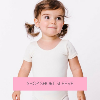 Our short sleeve leotard is an essential style. It is versatile and practical.