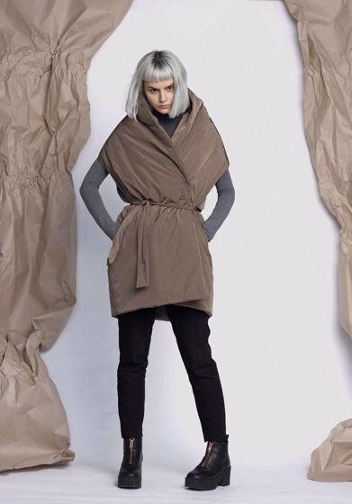 Темно бежевый жилет одеяло