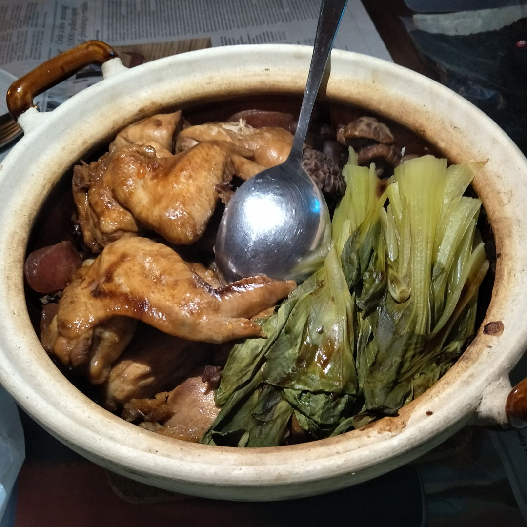 claypot chicken wings - chicken was moist and tender, veg still had crunch and the crispy rice at the bottom of the claypot was crispy and not too burnt!