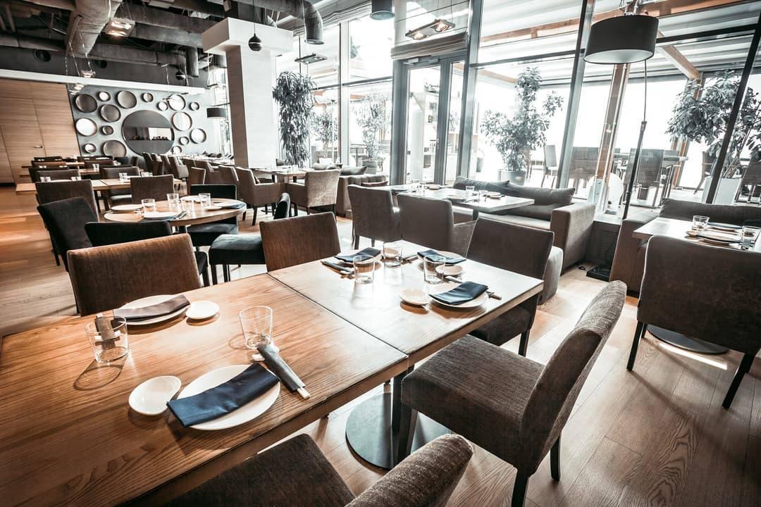 Mobilier professionnel table restaurant bois et acier