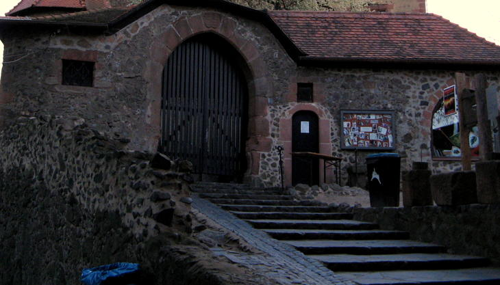 burg ronneburg eingangstor